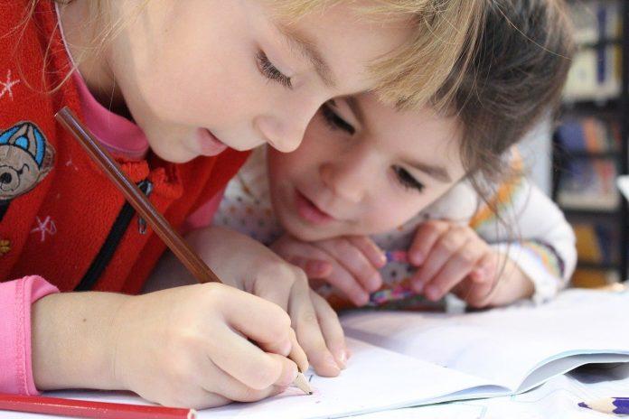 Il consiglio Comunale di Torino risponde al tema dei servizi di educazioine