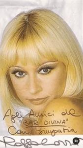 Raffaella Carrà drag queen