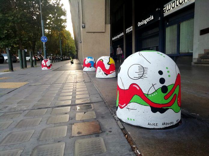 Alice Arduino dissuasori d'artista Torino Piazza Statuto